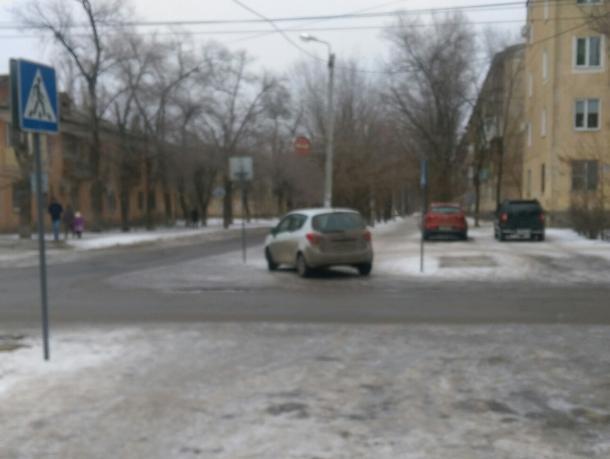 Волжская автохамка припарковалась на пешеходном переходе