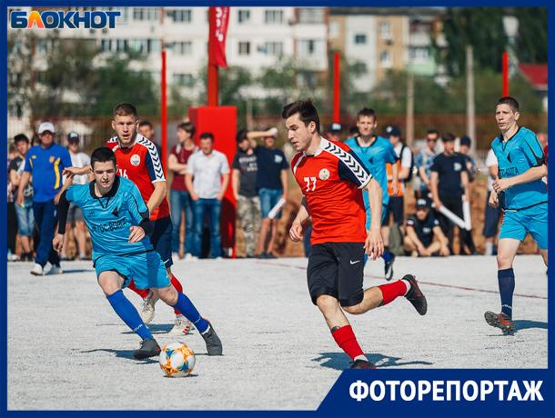 Торжественные моменты открытия уникального футбольного поля