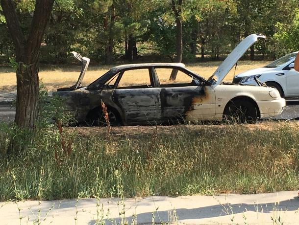 В Волжском на полном ходу вспыхнула Audi
