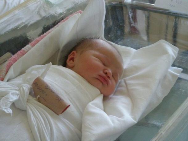 Новорожденные волжане получат полис  в роддоме