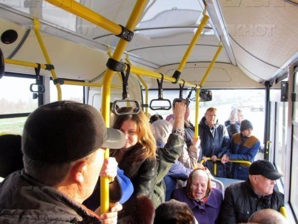 Резко притормозивший водитель автобуса «уронил» пассажирку в Волжском
