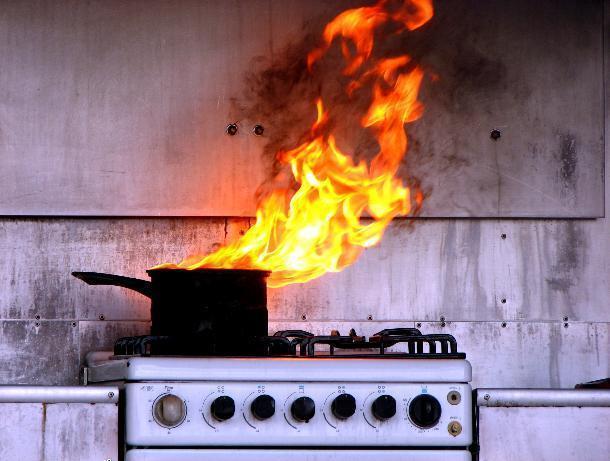 Поссорившийся с женой волжанин сгорел заживо возле плиты на кухне