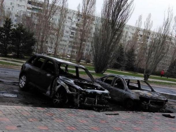 Четыре автомобиля за ночь сгорели в Волжском