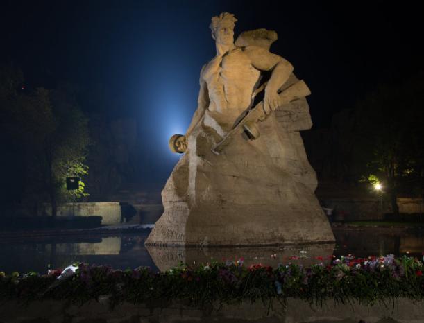 «Ни шагу назад», - мемориалы Великой Отечественной войны области