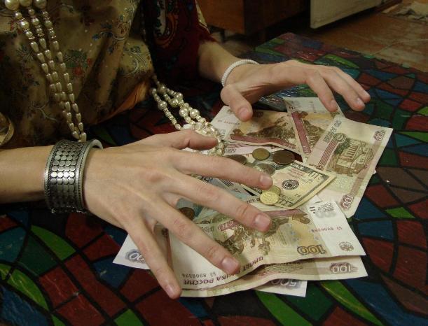 Мошенницы избавляют волжан от порчи и денег