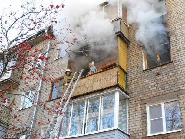 Женщина пострадала в пожаре в Волжском