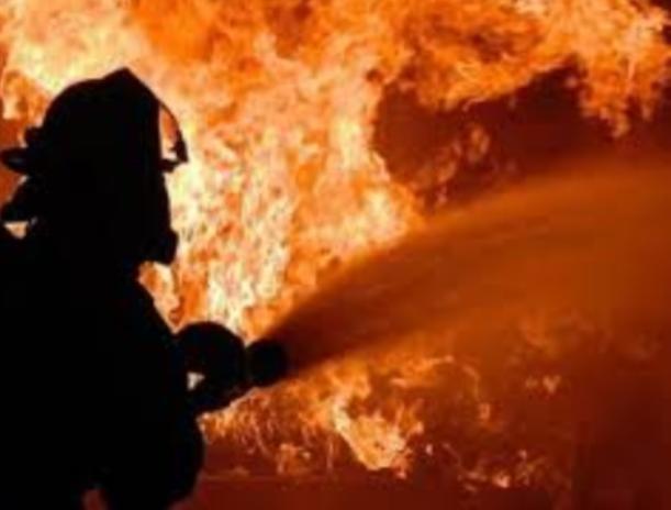 Под Волжским огненная стихия уничтожила две бани