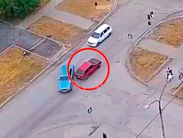 «Виртуозное» вождение задом оборвала авария