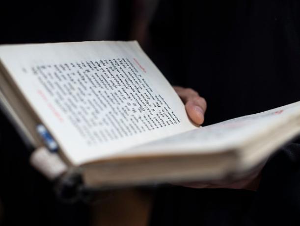 Волжане написали жалобы на утренний молебен, проводимый в школе