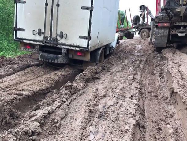 Водителю большегруза грозит «административка» за грязевые следы