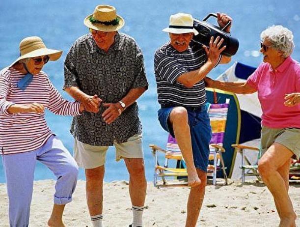 В Волжском посчитали, сколько платят пенсионерам за рубежом