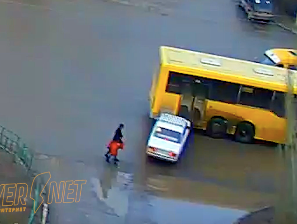 Гарри Поттер за рулем «ВАЗа» пытался проскочить сквозь автобус в Волжском