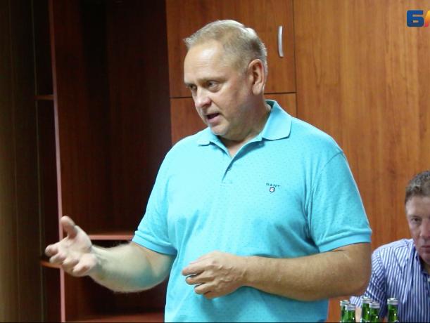 Таксисты Волжского позвали мэра на разговор