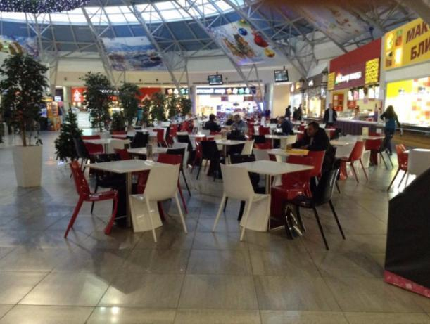 Люди, которые доедают с чужих столов, это не наша забота, - администрация «Волгамолла» в Волжском