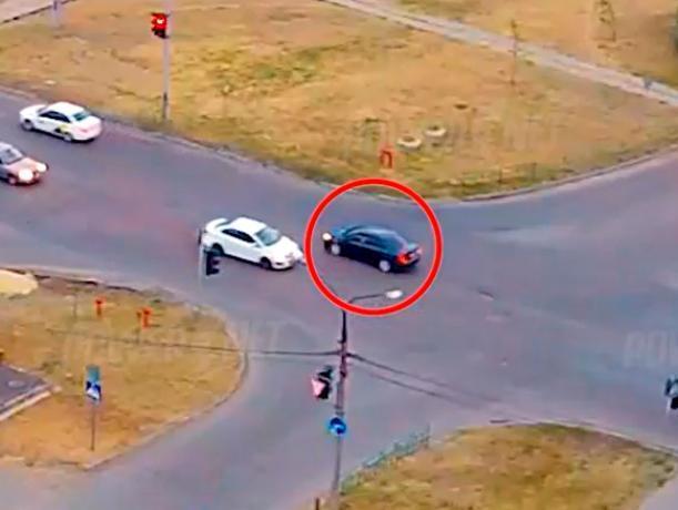 Виновник аварии ехал задом на перекрестке