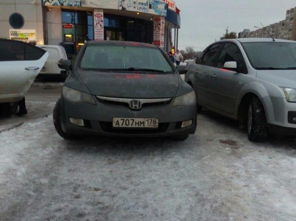 Очередной автохам наплевал на пешеходов в Волжском