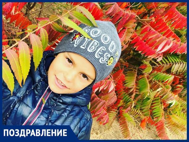 Родные и близкие поздравляют Ярослава с праздником!