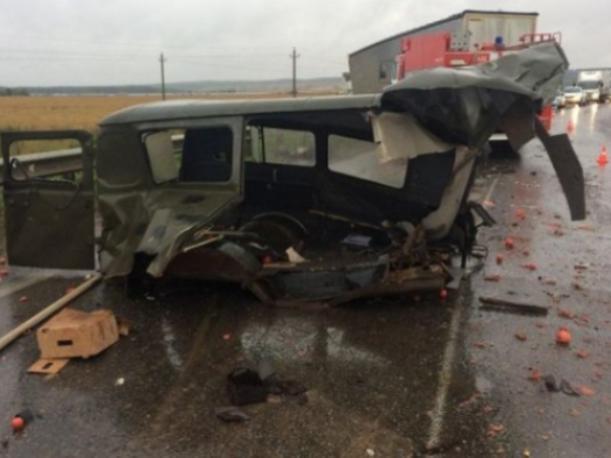 «УАЗик просто раздавили, водитель вниз головой», - очевидец аварии