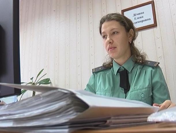 Должник по алиментам решил отказаться от усыновленного ребенка в Волжском