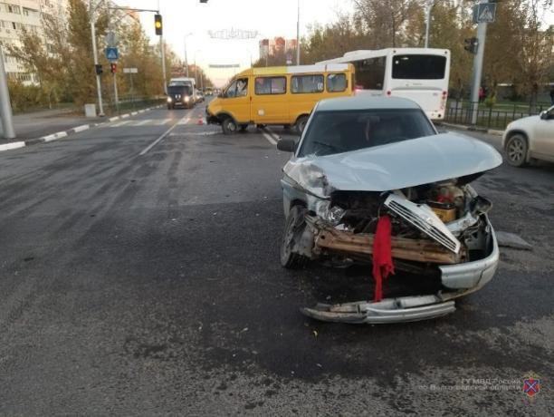 Две аварии произошли из-за маневров на перекрестке