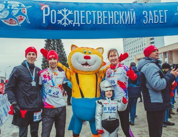 Впервые в Волжском прошел «Рождественский забег» в карнавальных костюмах