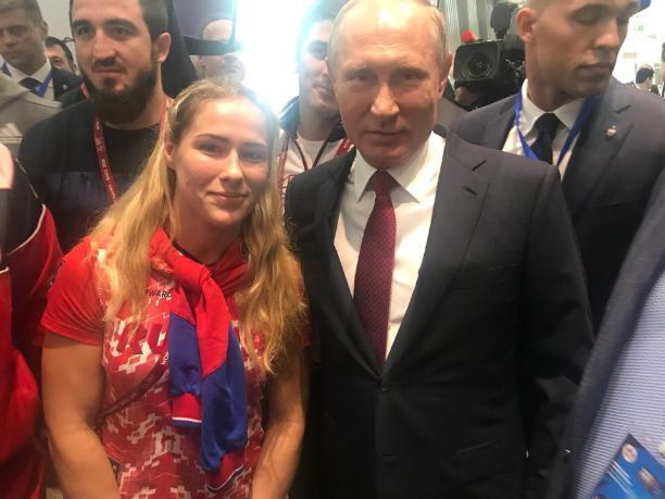 «Папарацци» поймали известную волжанку с Путиным