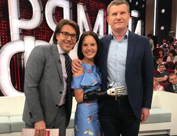 Девушка с отрубленными руками смогла вернуться к нормальной жизни благодаря Олегу Савченко