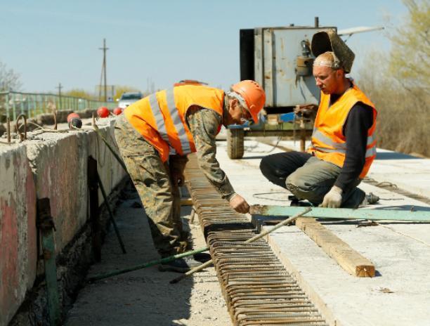 В Среднеахтубинском районе приступили к ремонту полувекового моста