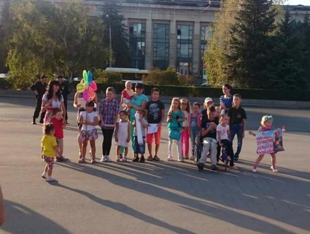 Волжские малыши рассказали о проблемах дольщиков «АхтубаСитиПарка» в центре города-героя
