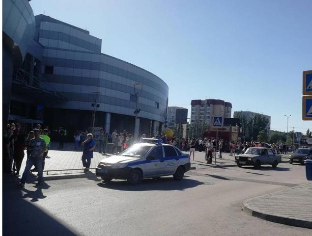 Из крупнейшего торгового центра массово эвакуировали волжан