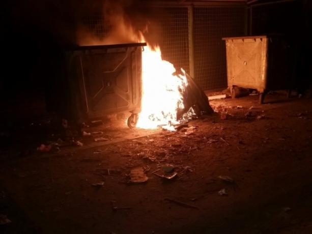 В полночь горел очередной мусорный контейнер