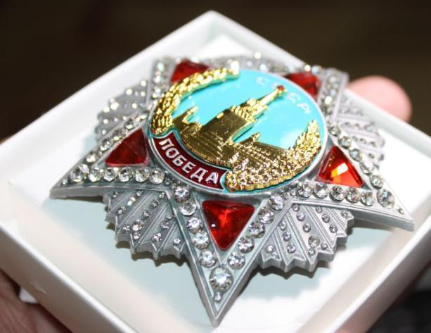 174 бриллианта весом 16 карат в ордене «Победа» привезли в Волгоград на выставку