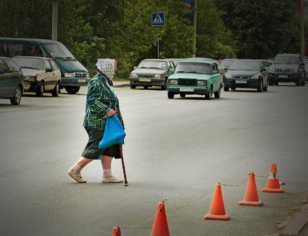 В Волжском водитель на «Рено» наехал на пенсионерку