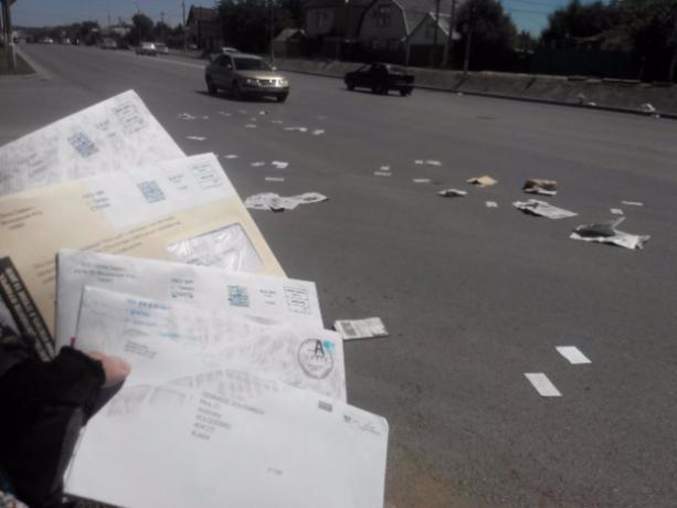 Письма и газеты волжан потеряли на оживленном перекрестке в Волжском