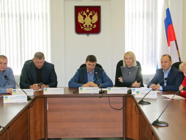 На заседании депутатам напомнили о давних проблемах в сфере физической культуры Волжского