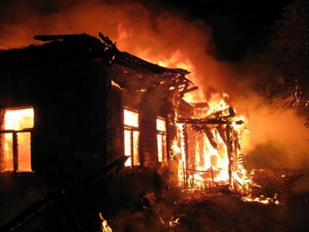Во время пожара в частном доме пострадала жительница Среднеахтубинского района