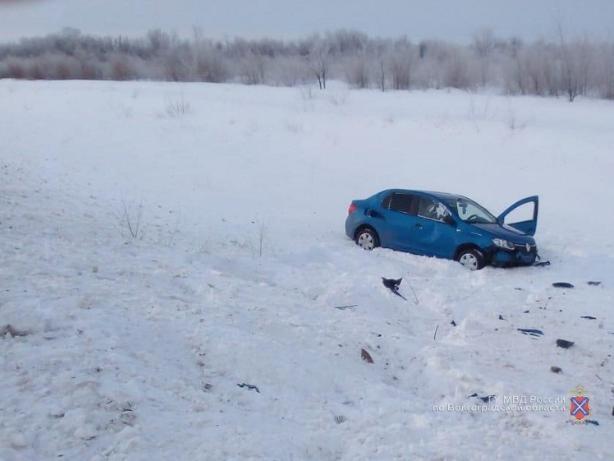 Автомобилист «улетел» в кювет на трассе под Волжским