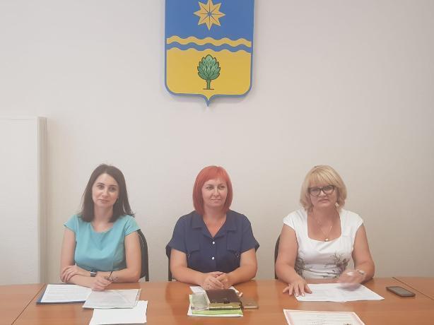 В администрации Волжского обсудили вопросы заботы о пожилых жителях