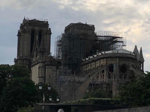 Это большая национальная катастрофа: волжанка побывала на руинах Нотр-Дама