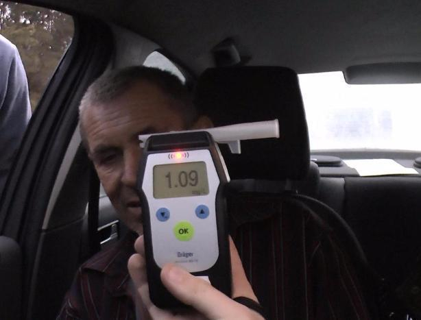 Пьяный водитель едва не протаранил патрульный автомобиль в Волжском