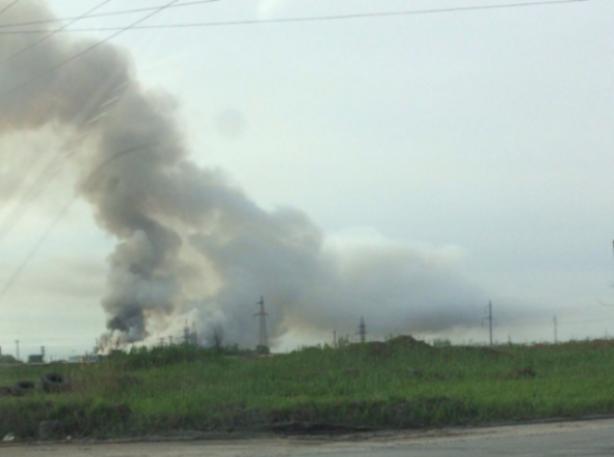 Волжский накрыло смогом от горящей свалки, которую не могут потушить уже неделю