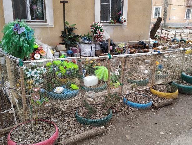 В Волжском проводится конкурс на самый красивый двор