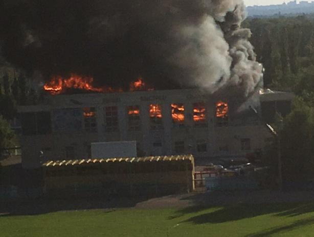 Третьи сутки в Волжском ликвидируют последствия пожара