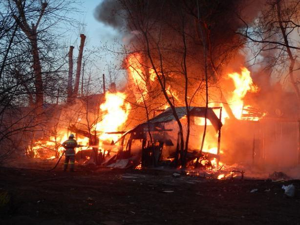 В пятницу пожар охватил Краснооктябрьский район