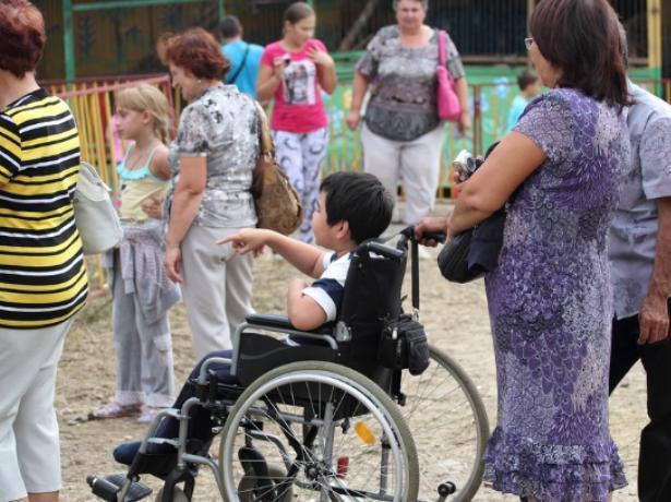 Выплату по уходу за ребенком-инвалидом увеличили вдвое