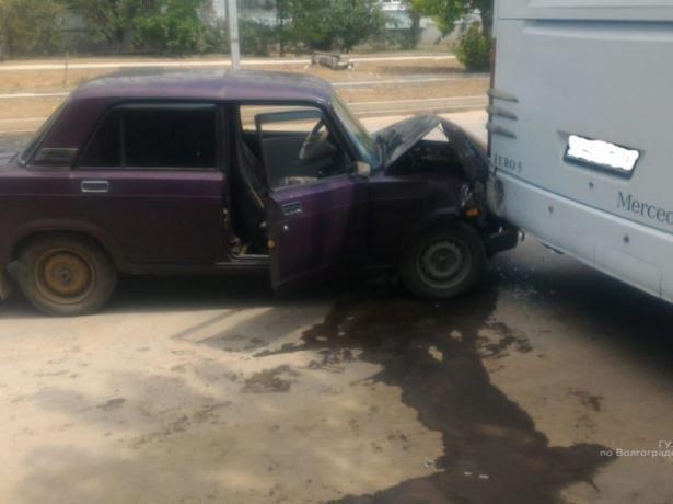 Сокрушительное столкновение привело пассажира «Жигулей» в больницу