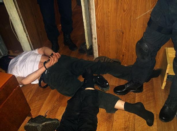В Волжском полицейские «накрыли» наркопритон