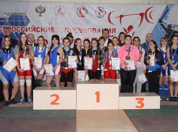 Штангист из Ленинска стал чемпионом всероссийского турнира по тяжелой атлетике