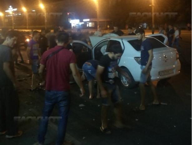 Водитель Renault со всей скорости влетел в витрину «Мегафона» в Волжском