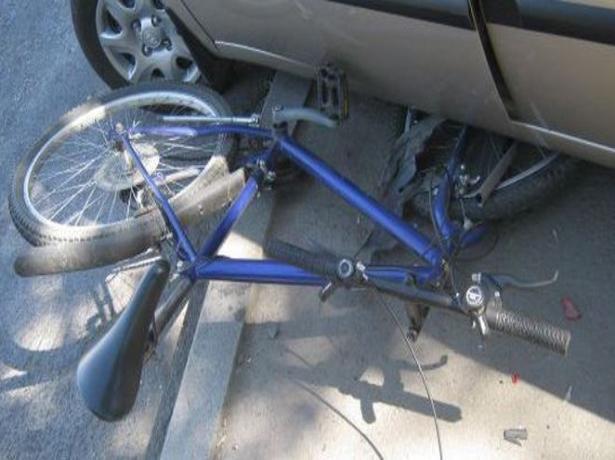 Иномарка «подмяла» под себя подростка-велосипедиста